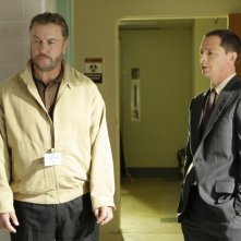 William Petersen e Joshua Malina nell'episodio 'Woulda, Coulda, Shoulda' della serie tv CSI Las Vegas