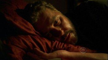 William Petersen in una scena dell'episodio 'Leave out all the rest' della serie CSI Las Vegas