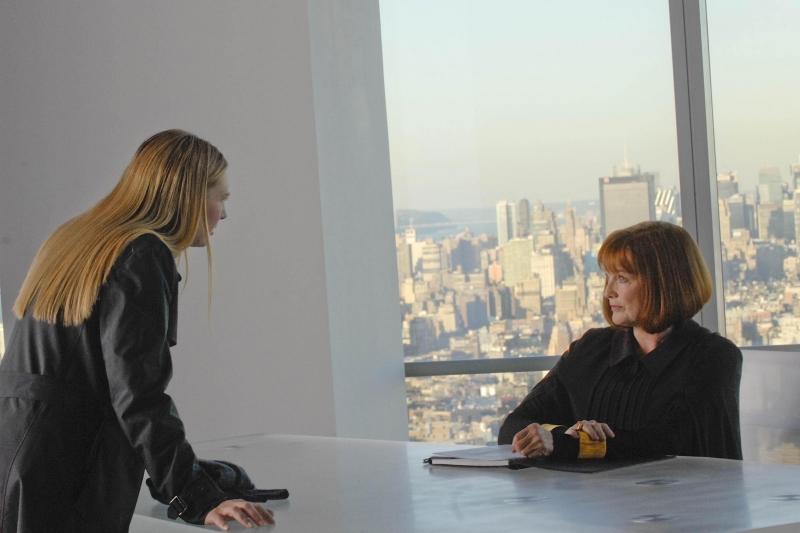 Anna Torv E Blair Brown In Una Scena Dell Episodio The Dreamscape Di Fringe 96353