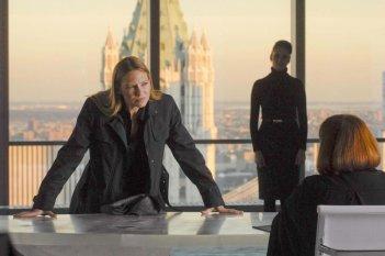 Anna Torv e Blair Brown nell'episodio The Dreamscape di Fringe