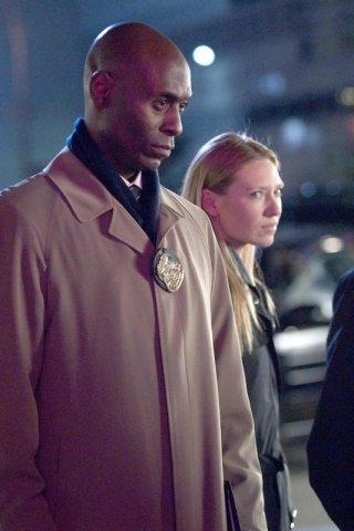 Anna Torv e Lance Reddick in una scena dell'episodio The Dreamscape di Fringe