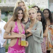 Elisabetta Canalis, Natalia Bush e Alessandra Barzaghi in una scena del film La fidanzata di papà