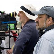 Il direttore della fotografia Rainer Klausmann e il regista Eran Riklis sul set del film Il giardino di limoni