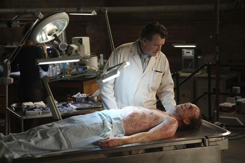 John Noble In Una Scena Dell Episodio The Dreamscape Di Fringe 96345