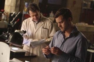 Joshua Jackson e John Noble in una scena dell'episodio The Dreamscape di Fringe