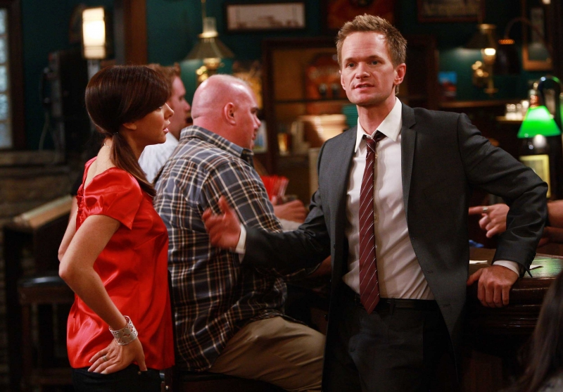 Neil Patrick Harris Ed Alyson Hannigan In Una Scena Di Gruppo Dell Episodio The Naked Man Di How I Met Your Mother 96376