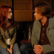 Julie McNiven e Jared Padalecki in una scena dell'episodio I Know What You Did Last Summer di Supernatural