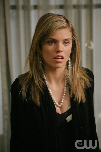 Annalynne Mccord Nell Episodio Games People Play Di 90210 96461