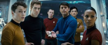 Anton Yelchin, Chris Pine, Simon Pegg, Karl Urban, John Cho e Zoe Saldana in una scena di Star Trek (2009)