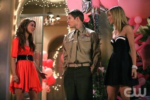 Josh Henderson Annalynne Mccord E Shenae Grimes In Una Scena Dell Episodio Games People Play Di 90210 96464