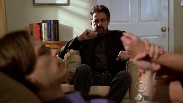 In Primo Piano Matthew Gray Gubler E Joe Mantegna Nell Episodio Memoriam Della Serie Tv Criminal Minds 96512