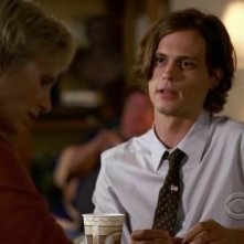 Matthew Gray Gubler e Jane Lynch nell'episodio 'Memoriam' della serie tv Criminal Minds