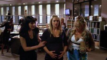 Paget Brewster, Kirsten Vangsness e A.J. Cook nell'episodio 'Memoriam' della serie tv Criminal Minds