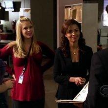 Paget Brewster, Meta Golding e A.J. Cook nell'episodio 'Memoriam' della serie tv Criminal Minds
