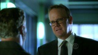 Peter Mackenzie in una scena dell'episodio 'Say Uncle' della serie tv CSI