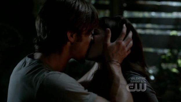 Un Bacio Bollente Tra Genevieve Cortese E Jared Padalecki Nell Episodio I Know What You Did Last Summer Di Supernatural 96537