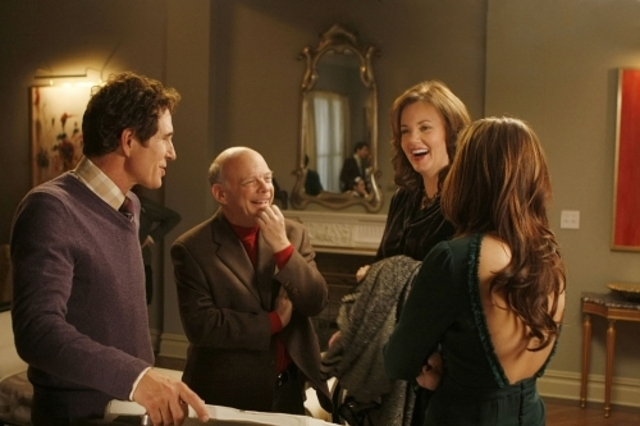 Wallace Shawn E Margaret Colin Insieme Ad Altri Membri Del Cast Nell Episodio The Magnificent Archibalds Della Serie Tv Gossip Girl 96561
