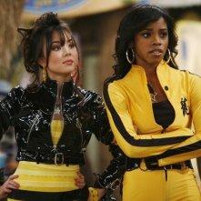 Anna Maria Perez de Tagle e Shanica Knowles in una scena dell'episodio Ready, Set, Don't Drive di Hannah Montana