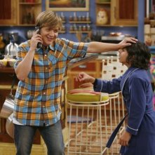 Jason Earles e Moises Arias in una scena dell'episodio Ready, Set, Don't Drive di Hannah Montana