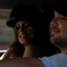 Jerry Ferrara e Jamie-Lynn Sigler in una scena dell'episodio Play'n With Fire di Entourage