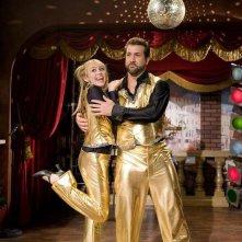 Joey Fatone e Miley Cyrus in una scena dell'episodio Le ripicche non sono mai utili di Hannah Montana
