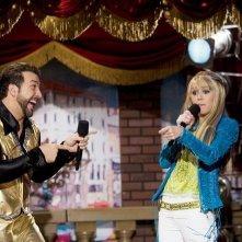 Joey Fatone e Miley Cyrus nell'episodio Le ripicche non sono mai utili di Hannah Montana