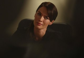 Lena Headey in una scena dell'episodio Strange Things Happen at the One Two Point di The Sarah Connor Chronicles