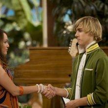 Miley Cyrus e Cody Linley in una scena dell'episodio Che genere di amici siamo? di Hannah Montana
