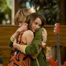 Miley Cyrus e Cody Linley nell'episodio Che genere di amici siamo? di Hannah Montana