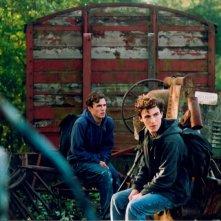 Victor e Alexandre Carril in una sequenza del film Donne-moi la main.