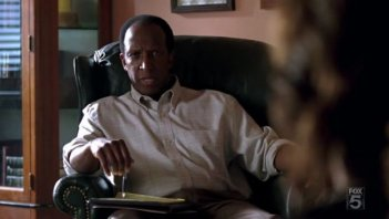 Dorian Harewood in una scena dell'episodio Complication di The Sarah Connor Chronicles