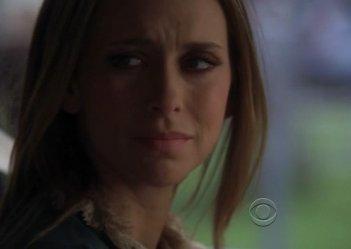 Jennifer Love Hewitt in una scena dell'episodio Threshold di Ghost Whisperer (Stagione 4)