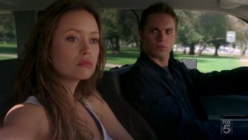 Summer Glau e Thomas Dekker nell'episodio Complication di The Sarah Connor Chronicles
