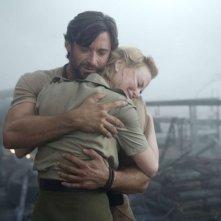 Hugh Jackman e Nicole Kidman in una romantica immagine del film Australia