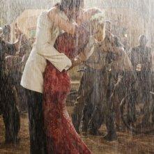 Hugh Jackman e Nicole Kidman in una romantica immagine del film Australia diretto da Baz Luhrmann