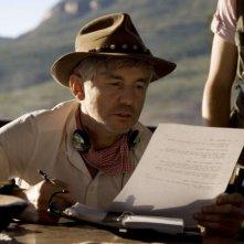 Il regista Baz Luhrmann sul set del film Australia