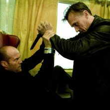 Jason Statham e Robert Knepper in una scena del film Transporter 3