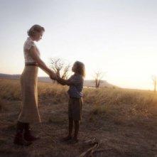 Nicole Kidman e Brandon Walters in una scena del film Australia