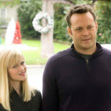 Reese Witherspoon e Vince Vaughn in una scena del film Four Christmases