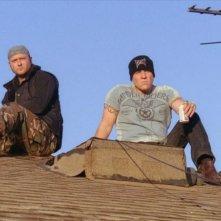Tim McGraw e Jon Favreau in una scena della commedia Four Christmases
