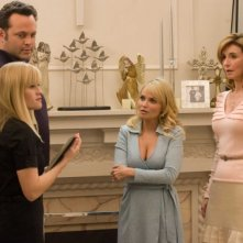 Vince Vaughn, Reese Witherspoon, Kristin Chenoweth e Mary Steenburgen in una scena del film Four Christmases