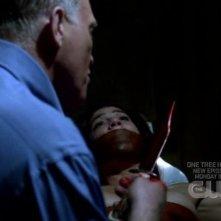 Genevieve Cortese e di spalle Mark Rolston nell'episodio 'Heaven and Hell' della quarta stagione di Supernatural