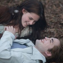 Una romantica immagine di Kristen Stewart e Robert Pattinson nel film Twilight