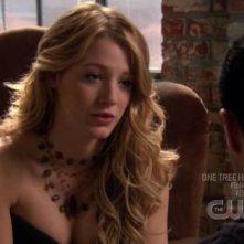 Blake Lively in una scena dell'episodio ' Le strade si dividono ' della serie tv Gossip Girl