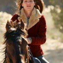 Genevieve Cortese al galoppo nella prima stagione della serie tv Wildfire
