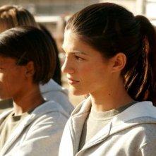 Genevieve Cortese con delle colleghe  nella prima stagione della serie tv Wildfire