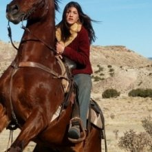Genevieve Cortese in un momento della prima stagione della serie televisiva Wildfire