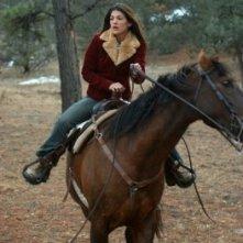 Genevieve Cortese in una scena della prima stagione della serie tv Wildfire