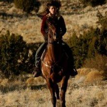 Genevieve Cortese in una sequenza della prima stagione della serie tv Wildfire