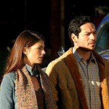 Genevieve Cortese insieme a Greg Serano in una scena della prima stagione di Wildfire